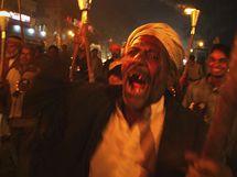 Obyvatelé Bhópálu si v noci z 2. na 3. prosince 2009 připomínají havárii v Bhópálu