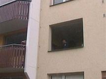 V�m�na oken v panelov�m dom� za 4 hodiny
