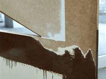 Při renovaci je třeba zatmelit a zabrousit všechny plochy