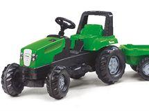 Šlapací traktor malého zahradníka spolehlivě zabaví i unaví.