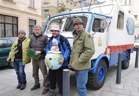 Slavnostní rozloučení s posádkou expediční Tatry 805, která se chystá na výpravu do jižní Ameriky