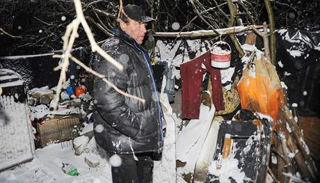 Pan František, obývající slum v Maloměřicích, kde donedávna bydlel se svou družkou a její pětiletou dcerou