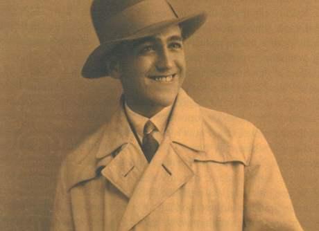 Ivo Psota. Na civilní fotografii z roku 1930 pózuje dvaadvacetiletý zázračný tanečník.