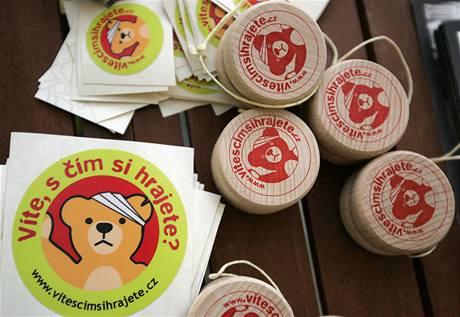 Na celodenní informační akci Společnosti pro Fair Trade se lidé mohli dozvědět, v jakých podmínkách vznikají čínské hračky.