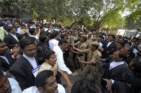 Potyčky příznivců a odpůrců státu Telangana