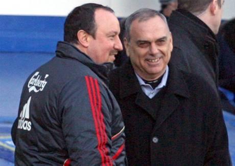 Portsmouth - Liverpool: trenéři Avram Grant (vpravo) a Rafael Benitéz se zdraví po utkání