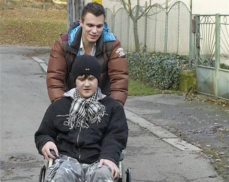 Leoš Mareš pomáhal čtrnáctiletému Filipu Čejkovi, který má svalovou dystrofii