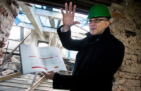 Jak pokračuje odstraňování zříceného domu v Soukenické ulici zkontroloval i starosta Prahy 1 Filip Dvořák (10. prosince 2009)