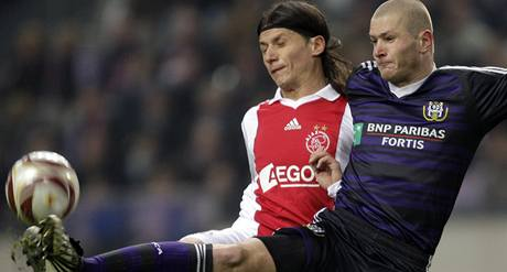 Ajax - Anderlecht: Marko Pantelič (vlevo) a Ondřej Mazuch