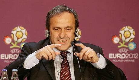 Michel Platini představuje logo fotbalového mistrovství Evropy 2012