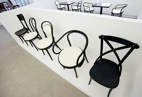 Nadčasové tvary židlí jsou v nabídce desítky let