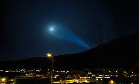Tajemná záře způsobená ruskou raketou Bulava nad severním Norskem (9. listopadu 2009)