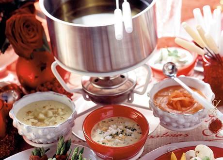 Pikantní, vajíčkovo-hořčičná, mrkvová s medem a řecká omáčka s mátou