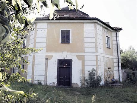 Barokní stavba od Santiniho Horušice, okres Kutná Hora