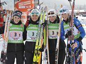 Francouzská štafeta biatlonistek (zleva): Brunetová, Becaertová, Dorinová a Baillyová