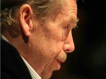 Dramatik a bývalý prezident republiky Václav Havel beseduje na večeru Česká vize; Divadlo Husa na provázku, Brno 19. listopadu 2009.