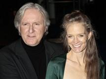 Světová premiéra filmu Avatar - režisér James Cameron s manželkou