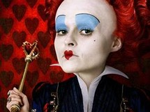 Z filmu Alenka v ��i div� - Helena Bonham Carterov� v roli Srdcov� kr�lovny