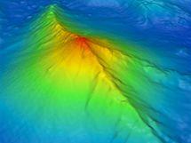 Výbuch sopky Západní Mata: vrchol sopky je 1 165 metrů pod mořem, kolem dno klesá do hloubky 3 000 metrů.