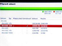 Při instalaci do vlastních systémových oddílů můžete využít robustního souborového systému ext4
