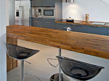 Na pracovní desku bylo použito dřevo merbau