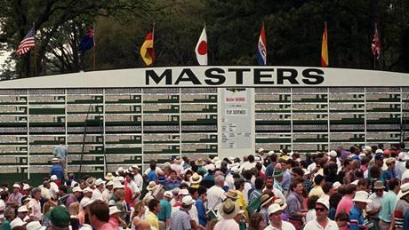 US Masters, Augusta National Golf Club - diváci a výsledková tabule.