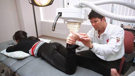 Lékař Anthony Galea, obviněný z distribuce a používání dopingu. Jeho pacientem byl i Tiger Woods.