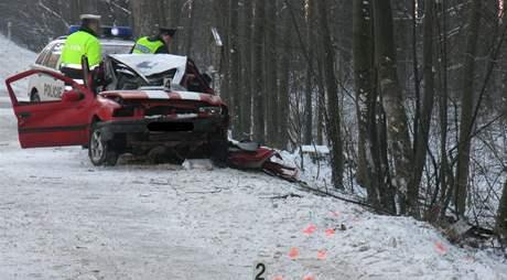 U Domašova narazilo auto do několika stromů, spolujezdec na místě zemřel