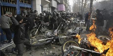 Při protestech v centru Teheránu tekla krev (27. prosince 2009)