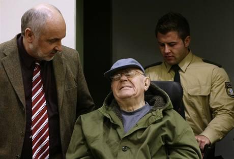 John Demjanjuk v soudní budově (21.12.2009)
