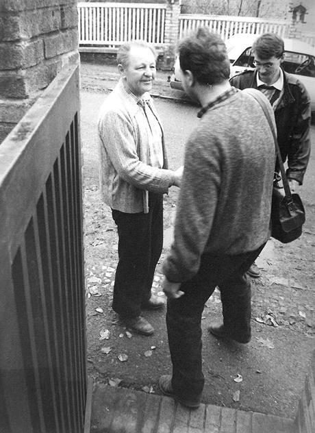 Studenti u Jakeše 19. prosince 1989. Pár týdnů před tím byl Miloš Jakeš nejobávanějším mužem v zemi.
