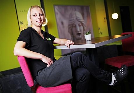Bára - dívka z dětského domova, šanci postavit se na vlastní nohy dostala v kavárně Rozmarýna
