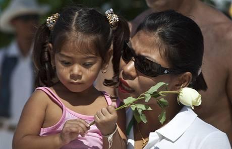 V řadě zemí jižní Asie se konají vzpomínkové akce na památku obětí ničivého zemětřesení. (26. prosince 2009)