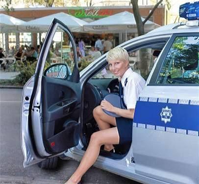 Policistky z polského Štětína v kalendáři na příští rok s názvem Okamžik před....