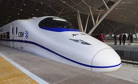 Vysokorychlostní vlak na nádraží ve Wu-chanu (26. prosince 2009)