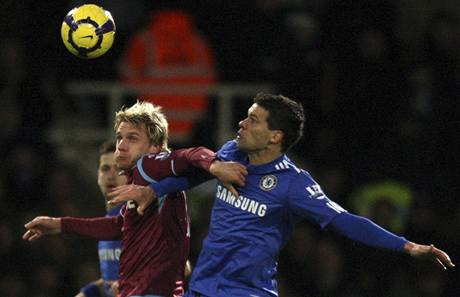 West Ham - Chelsea: Radoslav Kováč (Vlevo) a Michael Ballack