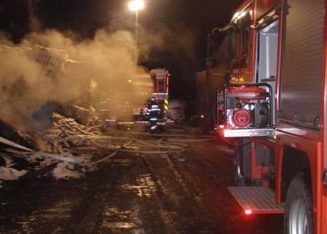 Požár odpadu v Arnolticích u Frýdlantu