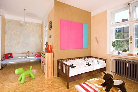 Dětský pokoj vznikl spojením původní kuchyně a pokojíku pro služku