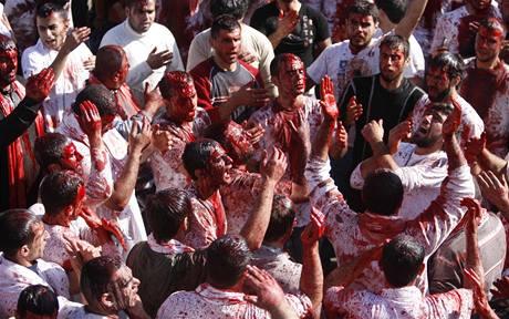 Libanonští šíité oslavují sebemrskáním svátek ašúrá (27. prosince 2009)