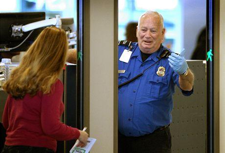 Bezpečnostní kontroly na letišti ve Fort Worth v Texasu