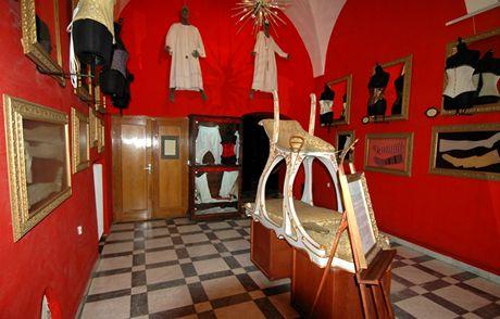 Muzeum sexu v Praze. Křeslo lásky putovalo nejvyhlášenějšími nevěstinci