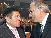 Sportovec roku 2009 - žokej Josef Váňa a předseda Českého olympijského výboru Milan Jirásek. (22. prosince 2009)