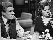 Jaroslav Moučka a Jiřina Švorcová v seriálu Okres na severu (1980)