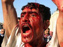 Iráčtí šíité oslavují sebemrskáním svátek ašúrá (27. prosince 2009)
