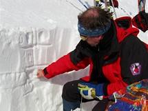 Ján Peťo, ředitel Střediska lavinové prevence Horské záchranné služby v Jasné, během lavinového kurzu