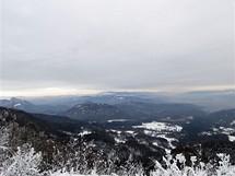 Slovensko, Kremnické vrchy. Pohled ze Skalky na Fatru a Nízké Tatry