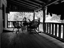Fredovým nejoblíbenějším místem je stylová veranda, na které si v budoucnu plánuje založit soukromé hodiny anglické literatury