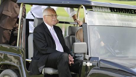 Prezident republiky Václav Klaus - slavnostní otevírání hřiště na pražské Zbraslavi.
