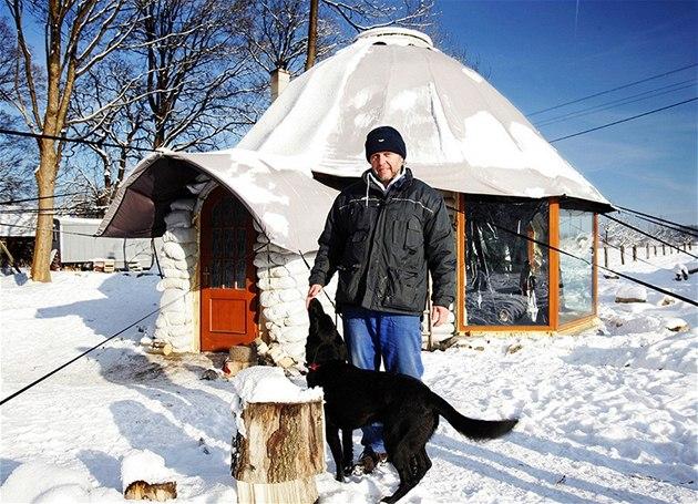 Hlin�ný domek Jaroslava Du�ka