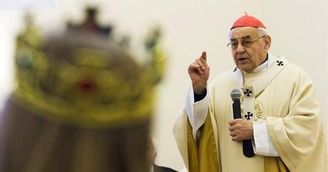 Kardinál Miloslav Vlk požehnal v Arcibiskupství pražském koledníkům Tříkrálové sbírky. (3. ledna 2009)